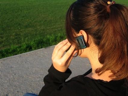 sedang telepon