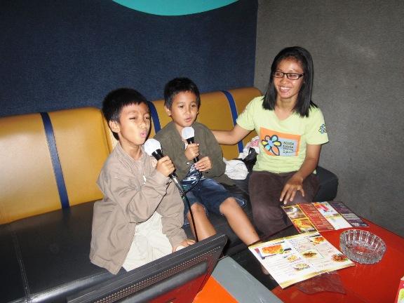 Karaoke di Nav Surabaya